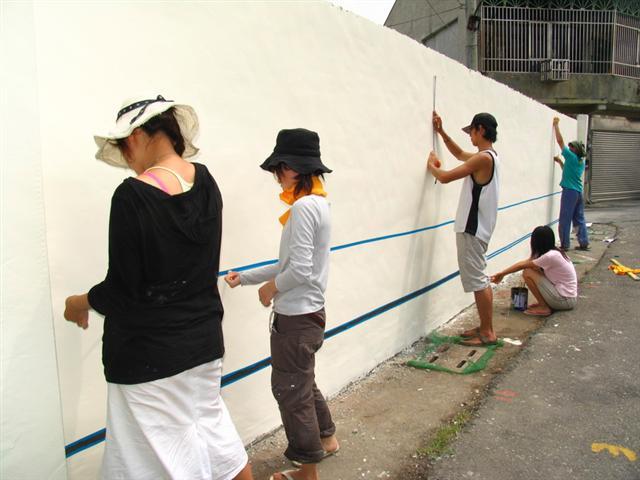 圖/Miracle,日本青年於台西進行美化社區藝術志工活動